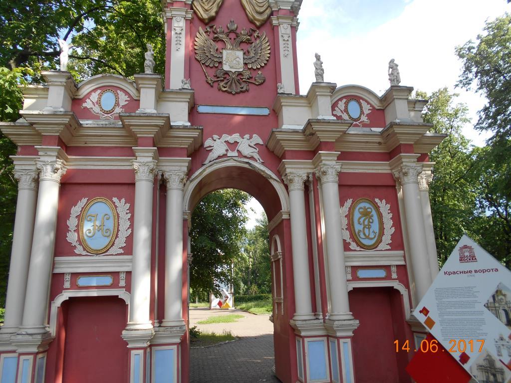 В ЛЕФОРТОВО. Блиц: арки и ворота