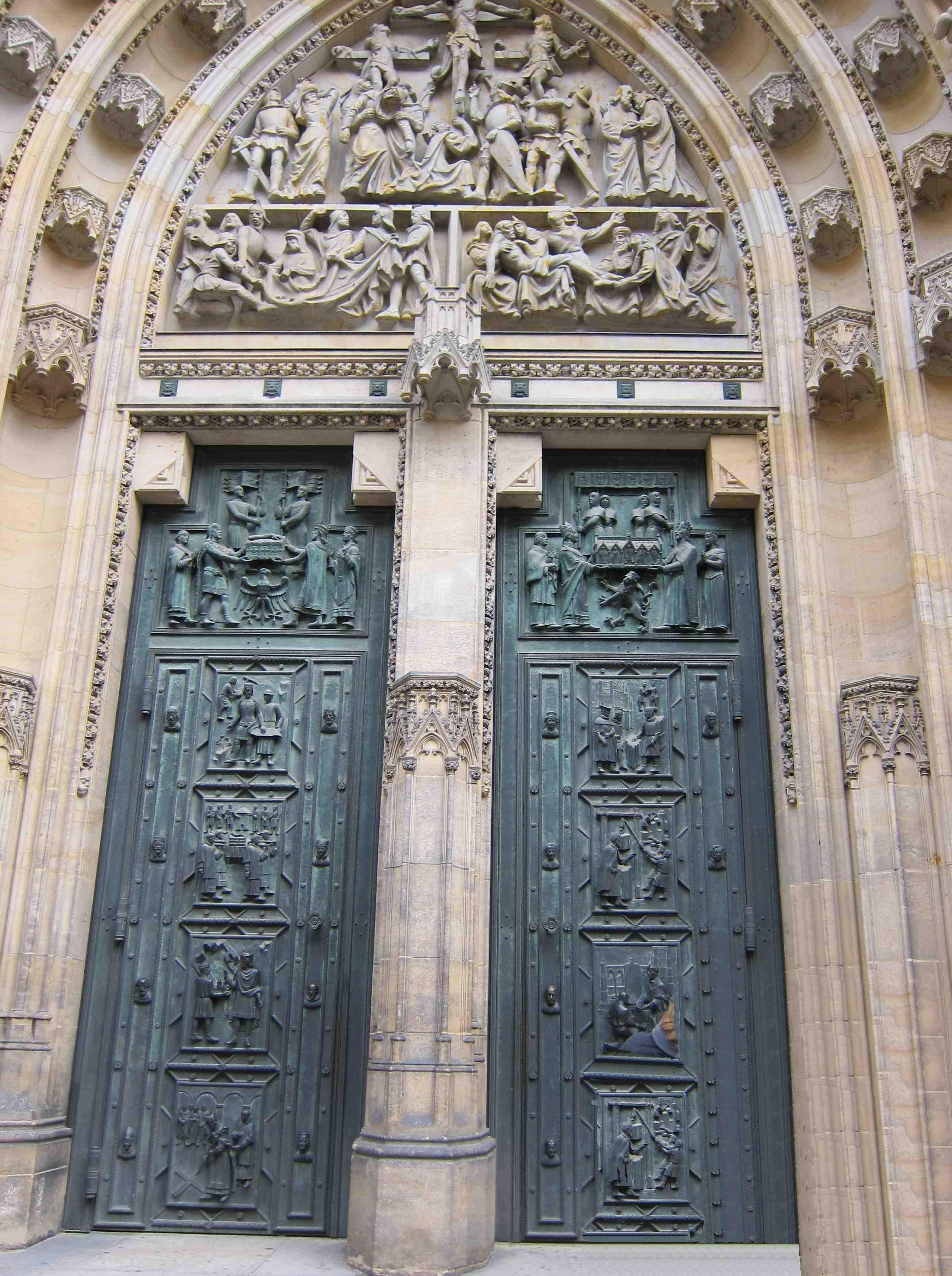 Врата Собора свв. Вита,Вацлава и Войтеха в Праге. Блиц: арки и ворота