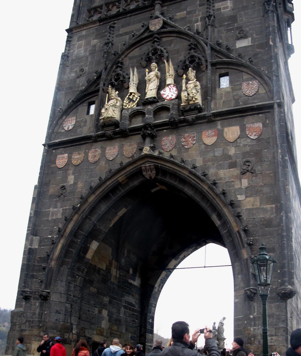 Пражские ворота. Блиц: арки и ворота