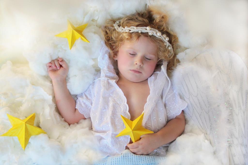 Сладкий сон в пушистых облаках!. Спокойной ночи! Кто спит слаще всего?