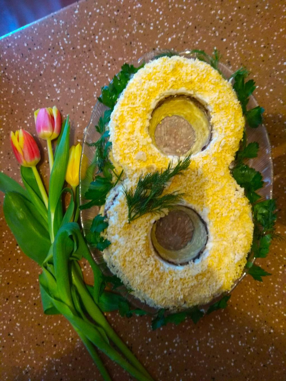 Весенний салат и самые весенние цветы..
