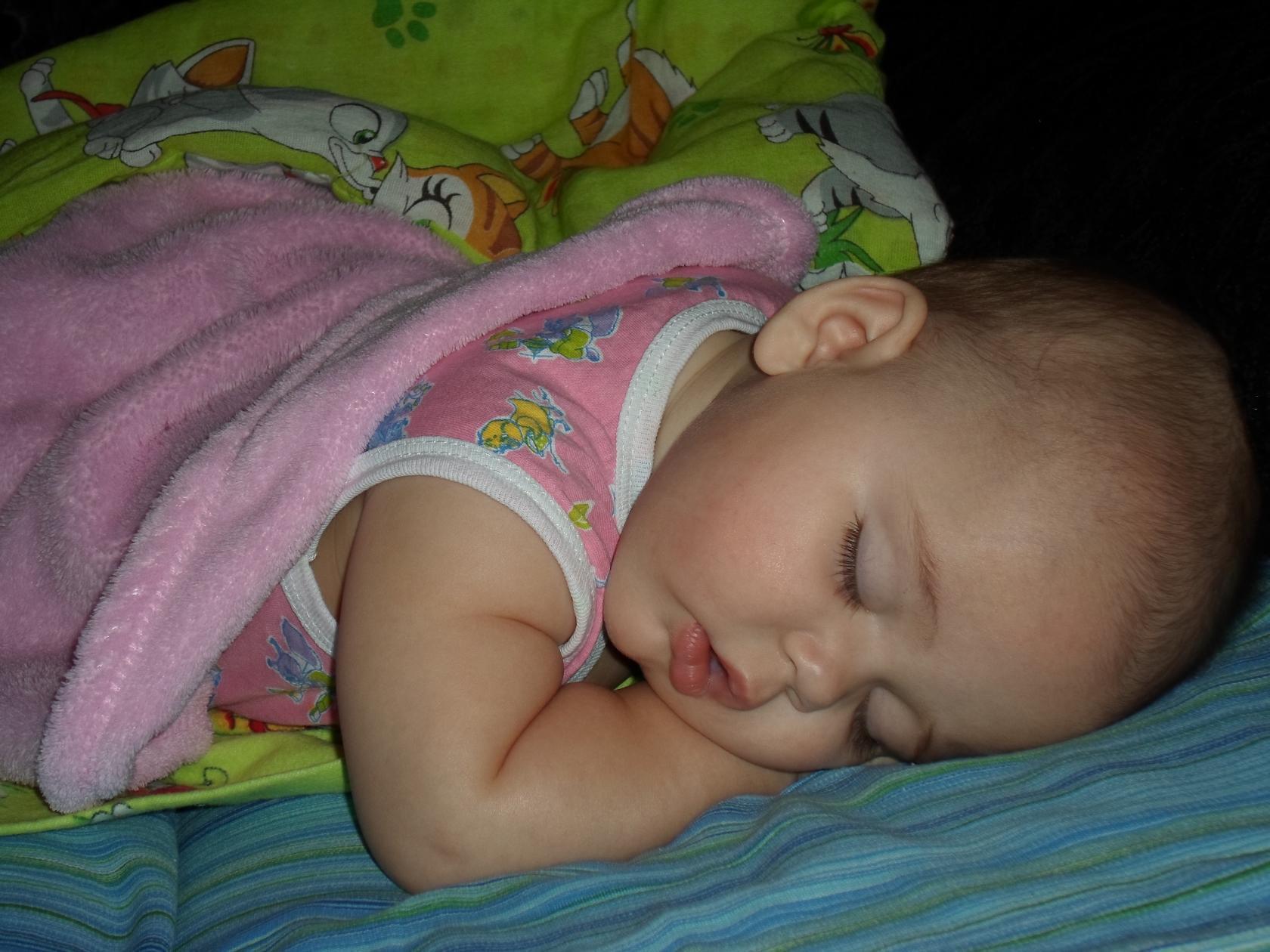 Юленька отдыхает. Спокойной ночи! Кто спит слаще всего?