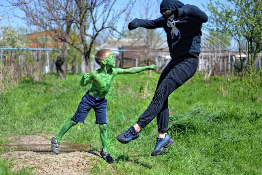 Мини Халк против Венома. Закрытое голосование фотоконкурса «Мой супергерой»