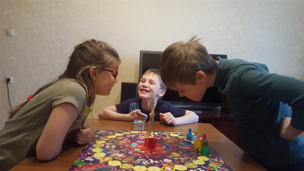 Вместе весело играть!. Веселая игра