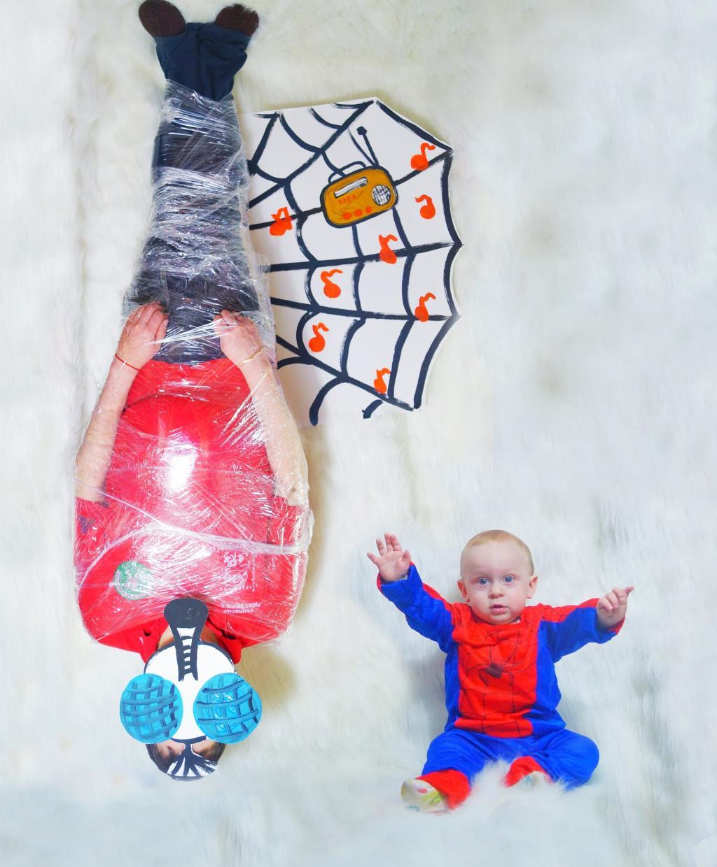 Наш супер-герой и его пойманная добыча папа-мух. Мой супергерой