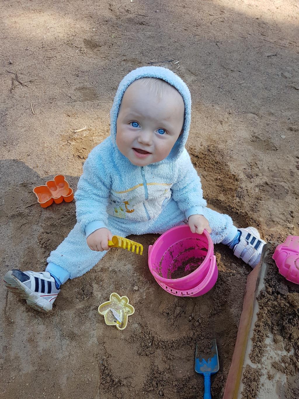 Раз, два, три, четыре, пять!Люблю землю я копать!. Веселая игра