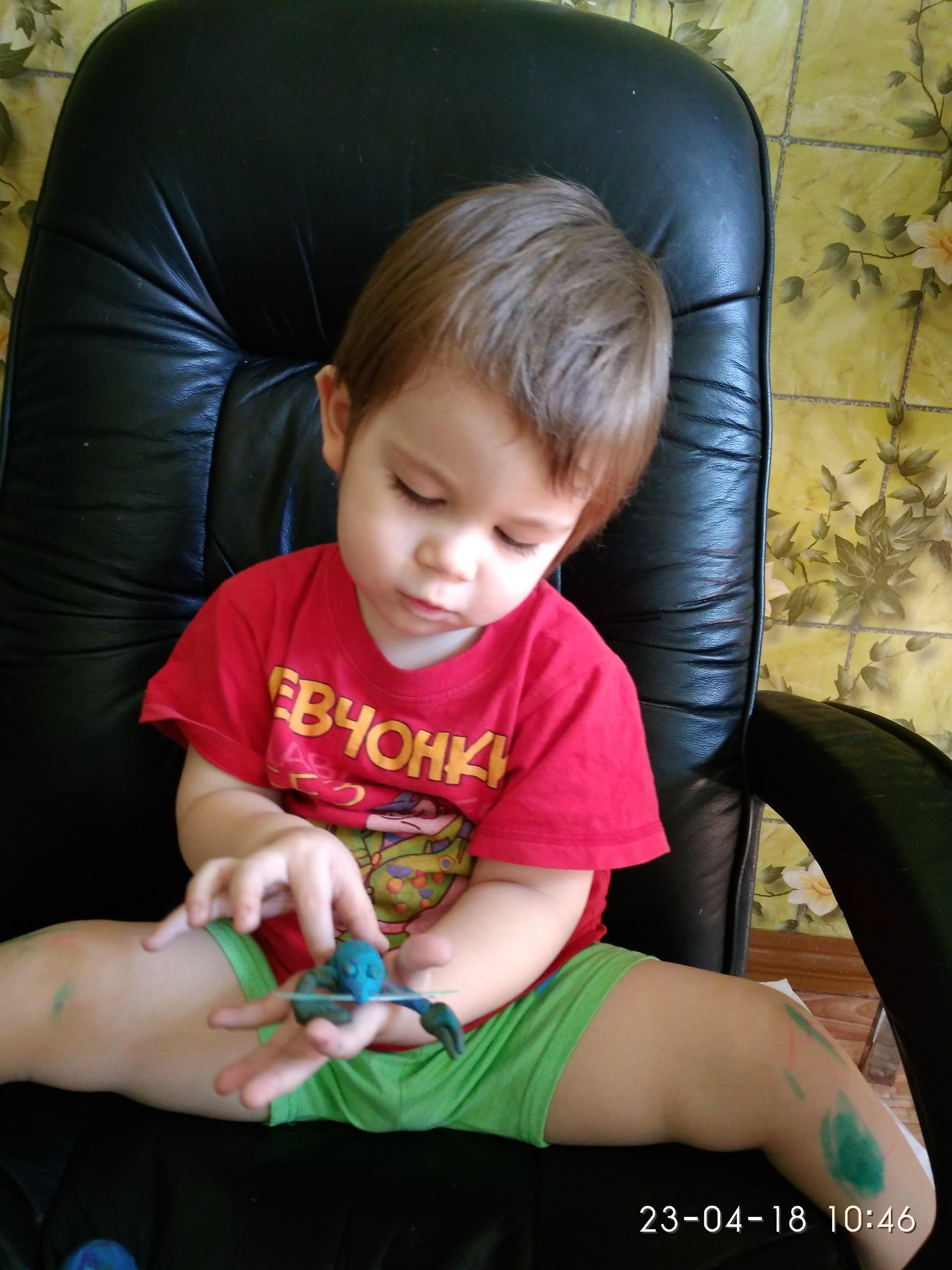 Лучшие игрушки сделаны руками дедушки. Веселая игра