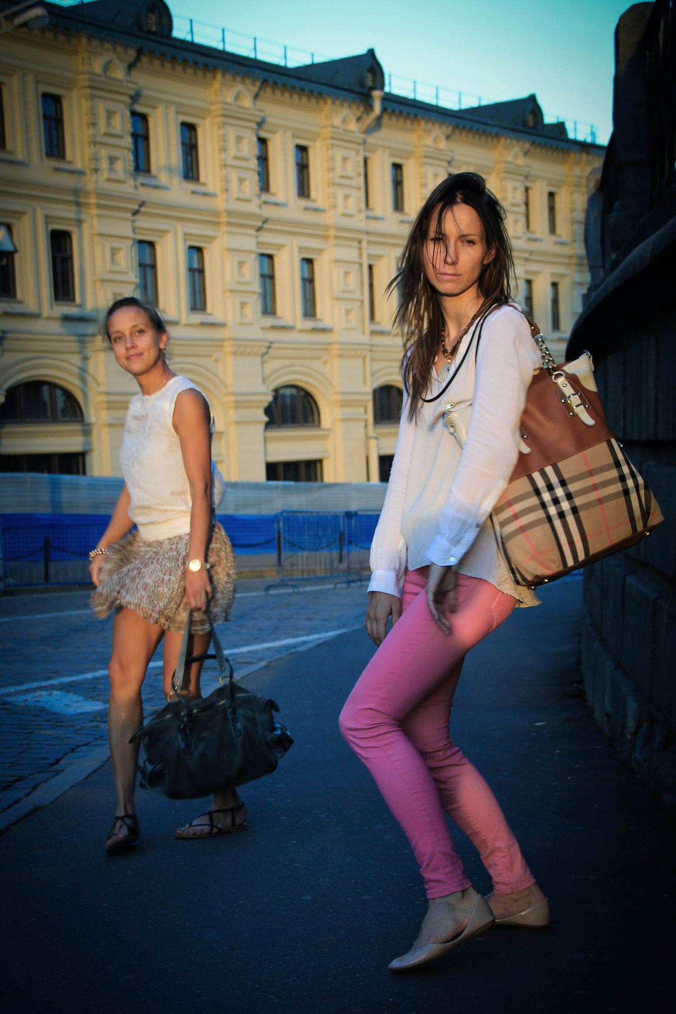А я шагаю по Москве, после ОДНОГО бокала вина.. Все свое ношу с собой!