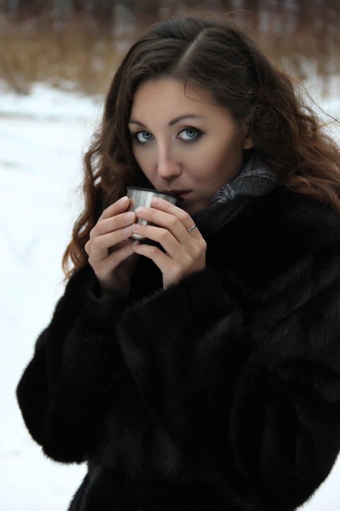 Чашка чая всегда согреет во время зимней прогулки. За чашкой чая