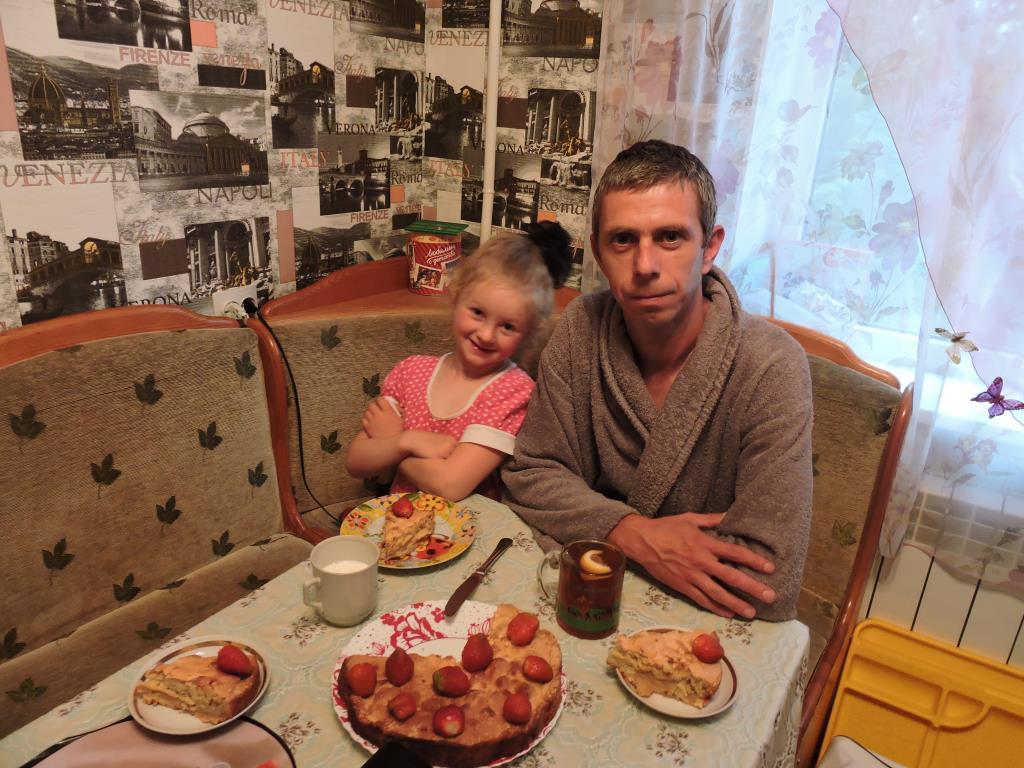 Пьём чай с любимым папочкой.. За чашкой чая