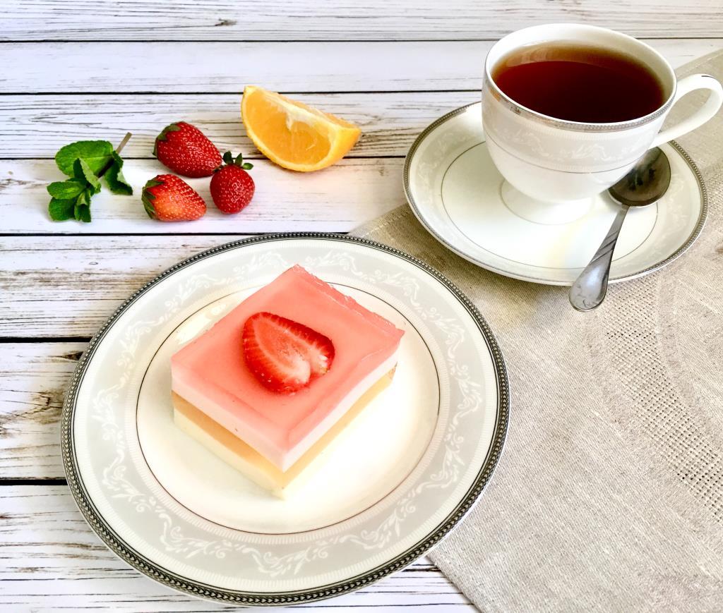Клубнично-апельсиновый торт-желе. . Блиц: Мама может!