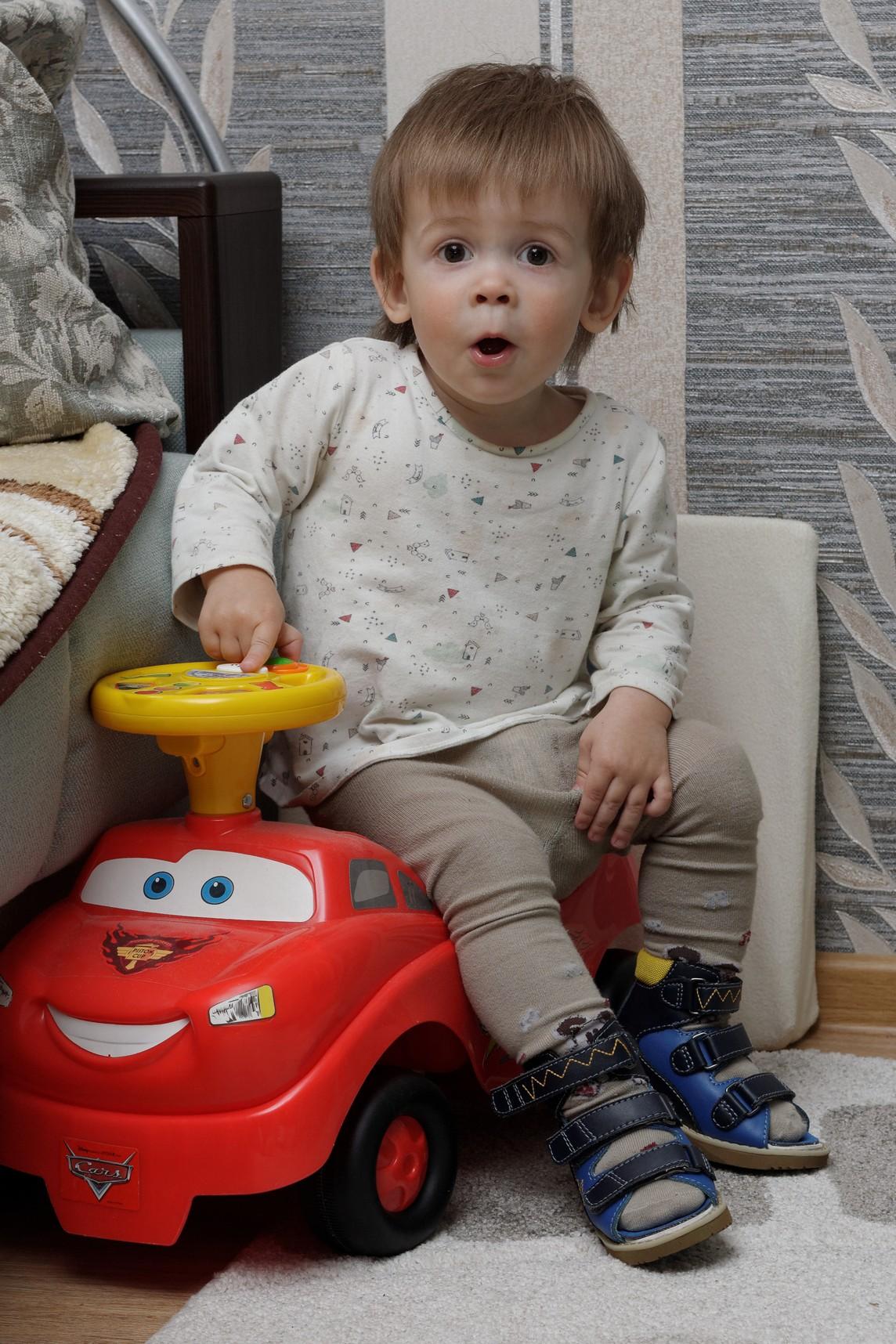 Любимый автомобиль для маленького мужчины! . Мои первые книжки и игрушки