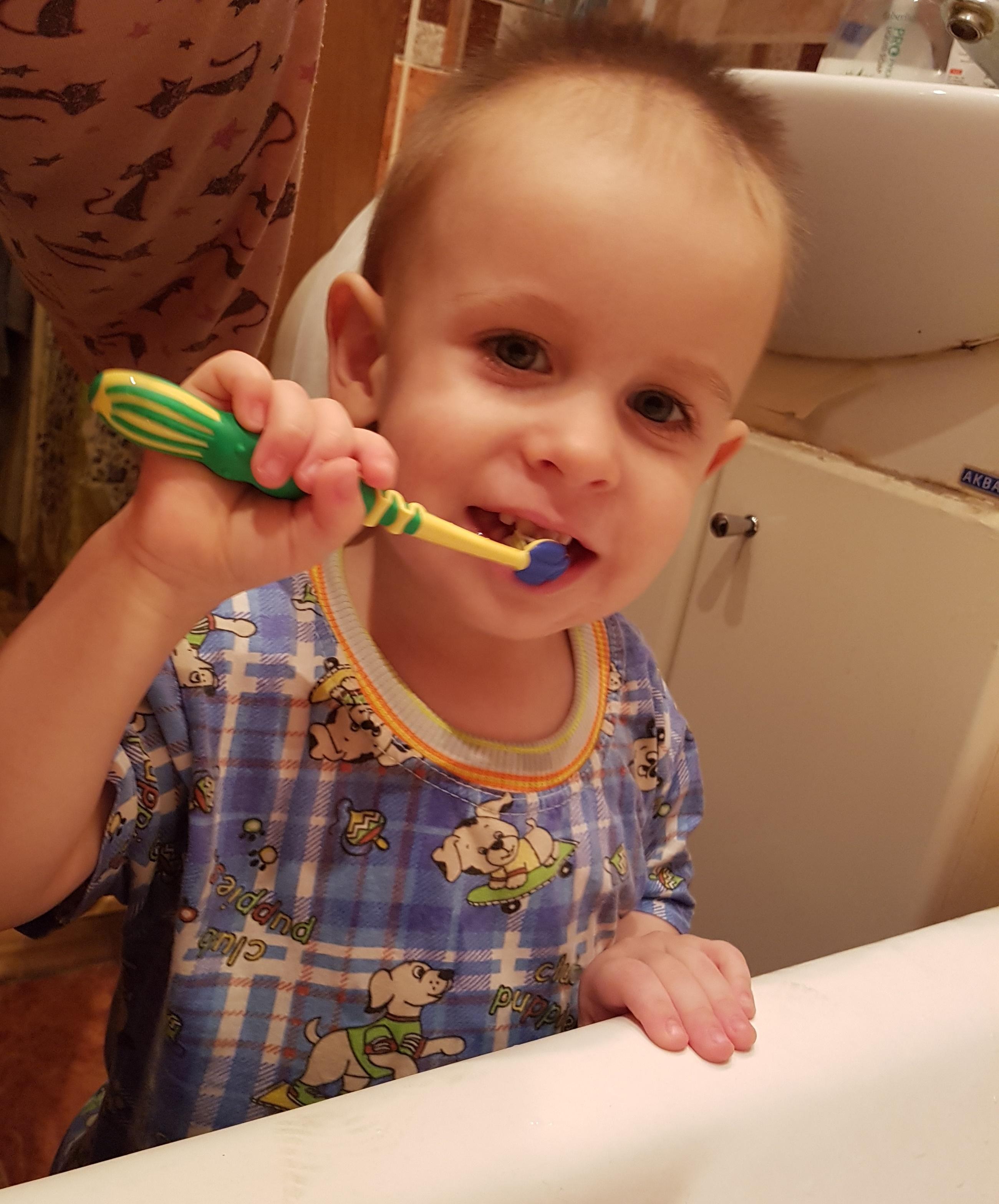 Учимся чистить зубки. Чистим зубки