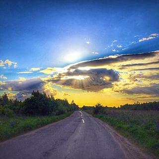 Дорога. Блиц: небо в облаках
