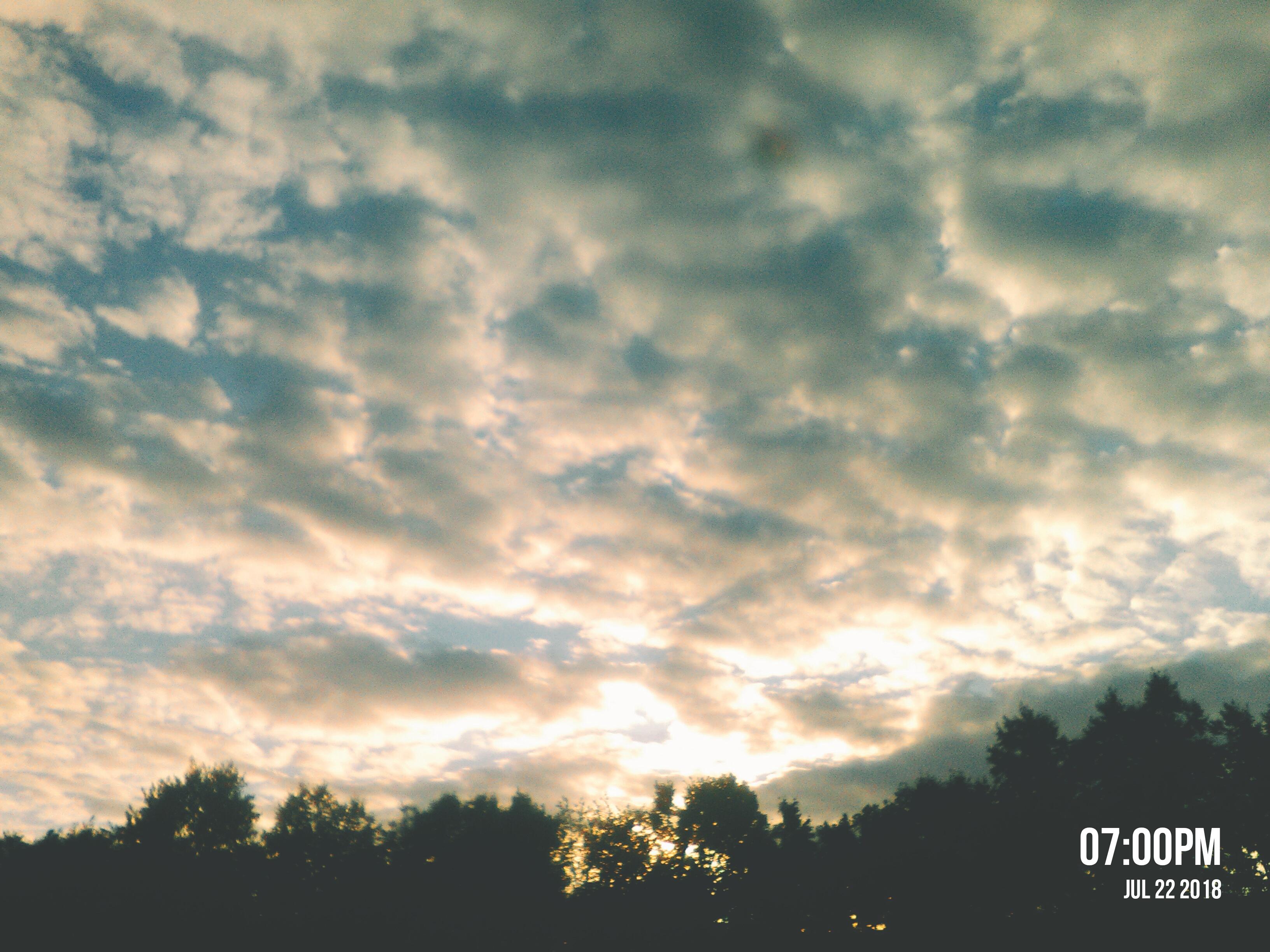 ,. Блиц: небо в облаках