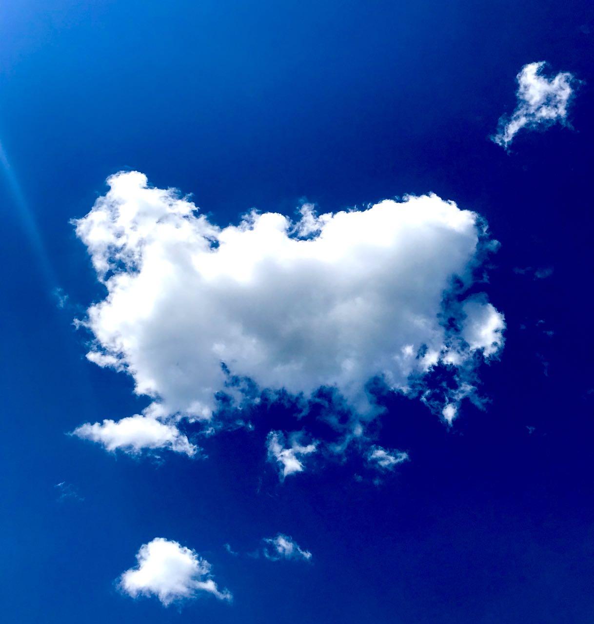 Облака плывут над головой, приглашая нас с собой. Блиц: небо в облаках