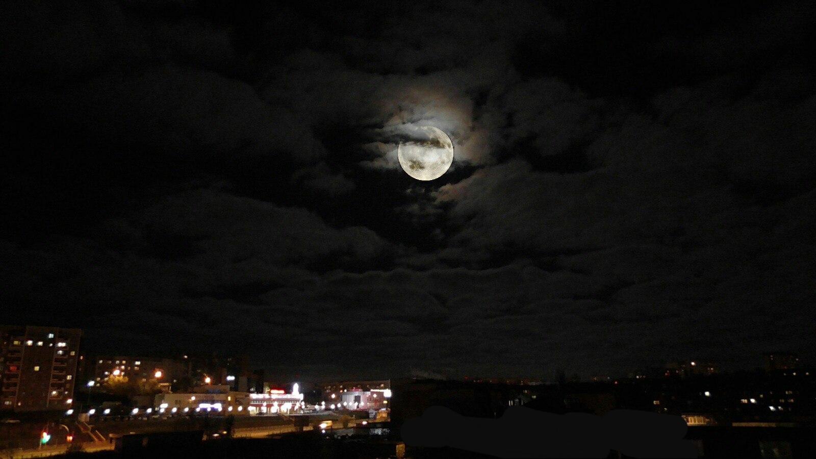 Ночное небо над городом.. Блиц: небо в облаках