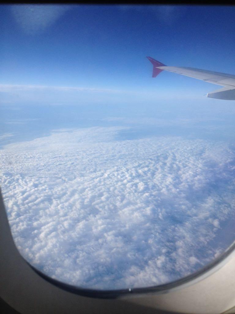 Вид из самолета. Блиц: небо в облаках