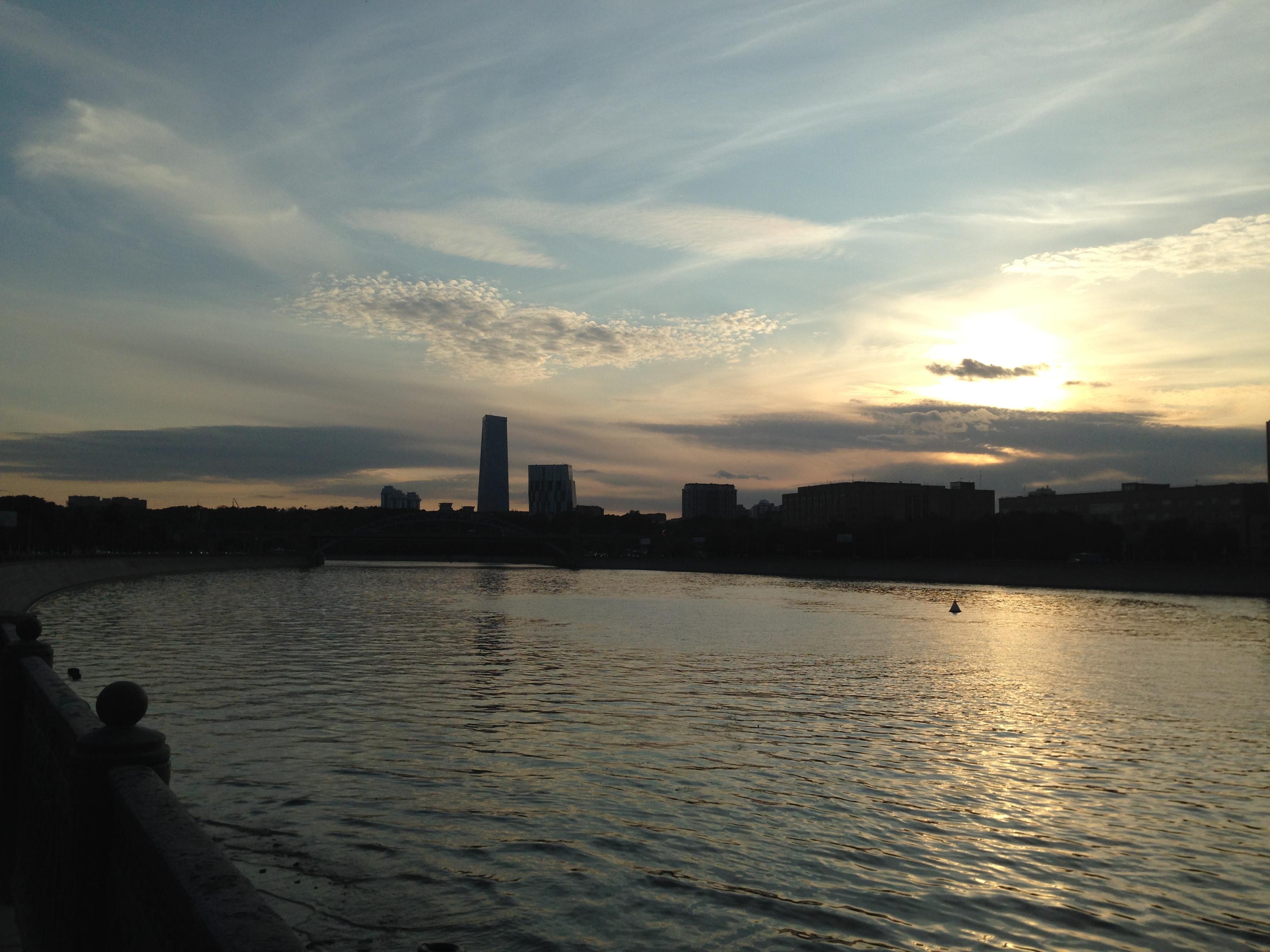 'Усы надежды' в районе Лужников. Блиц: небо в облаках