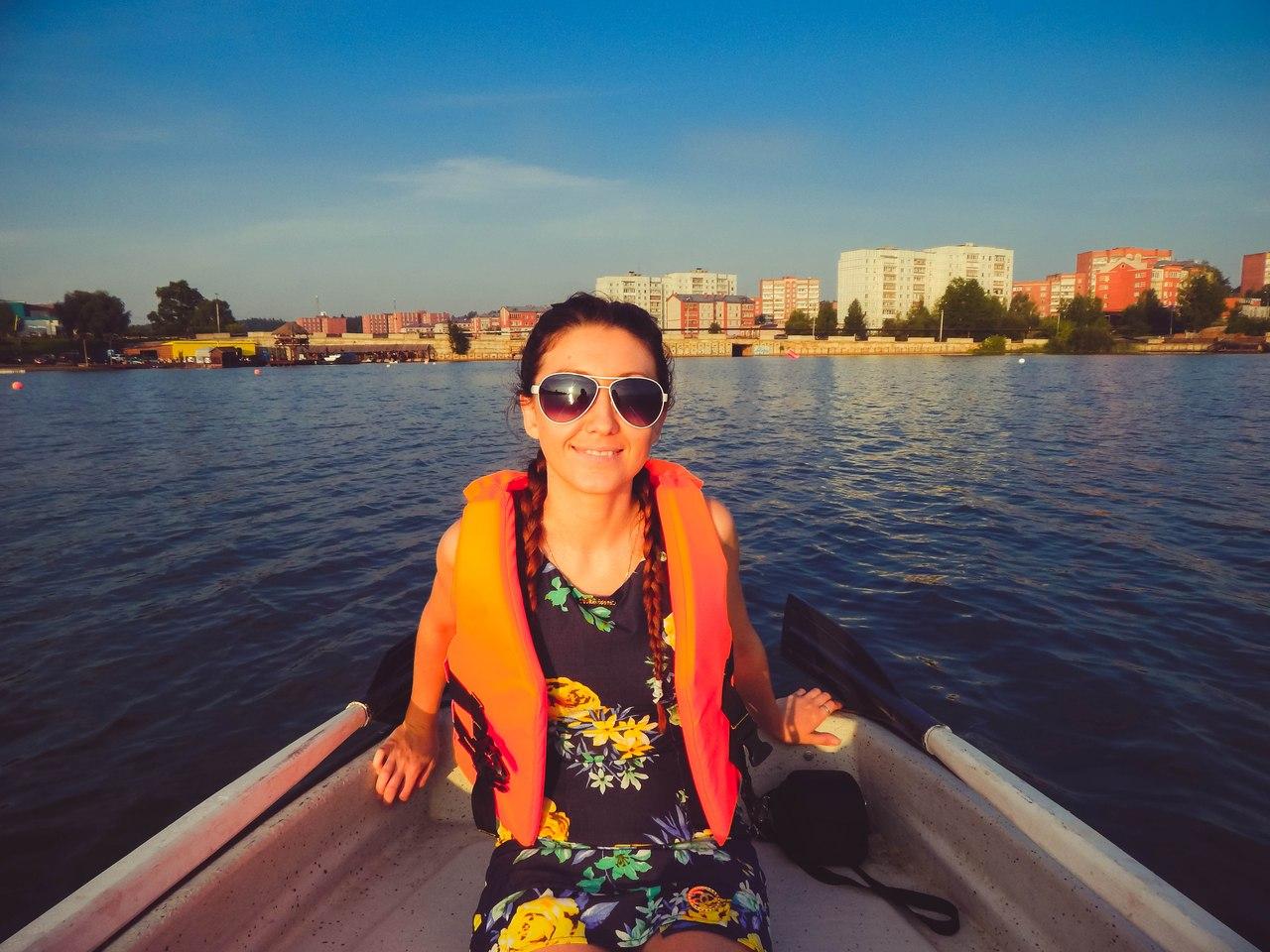 Романтика. Вечерние катания на лодке с любимым. Наше лето