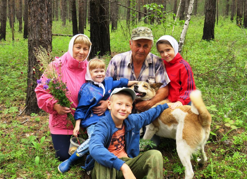 Всей семьёй за грибочками. Наше лето