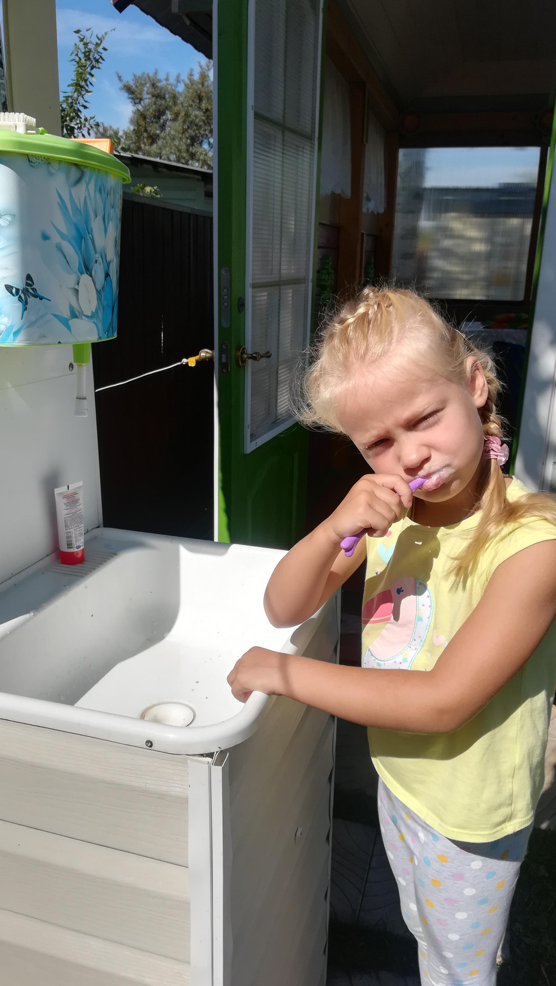 Бережем зубки с детства! . Чистим зубки