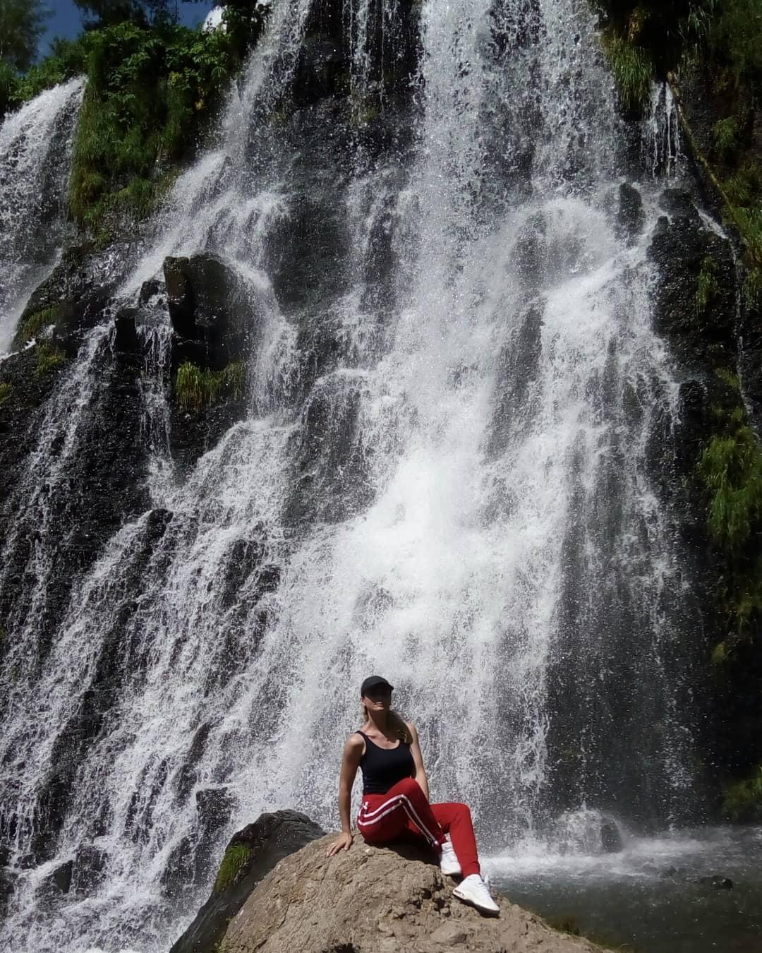 лето- горы, солнце, водопады). Наше лето