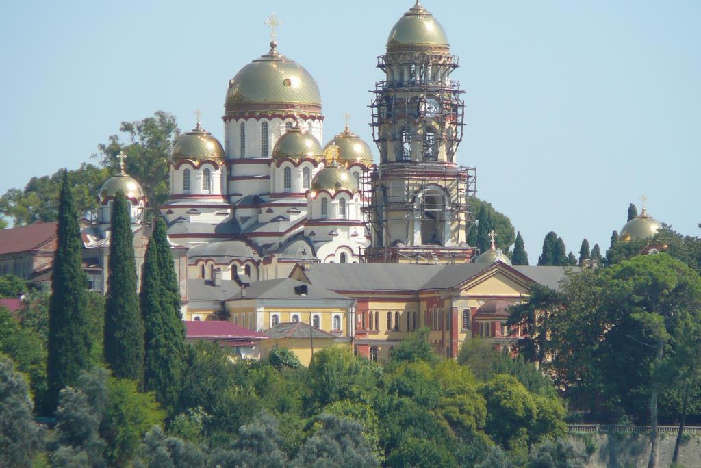 Мужской монастырь - Гагры - Пицунда. Блиц: храмы