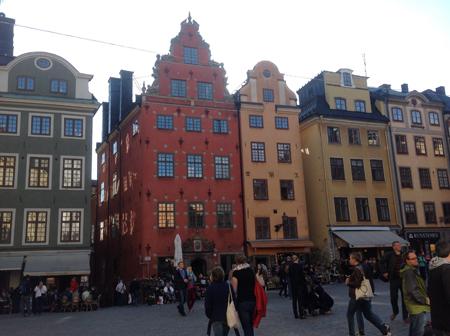 Главная туристическая площадь Стокгольма. Блиц: разноцветный город