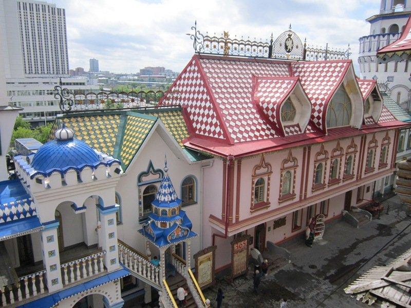 В Измайловском Кремле. Блиц: разноцветный город