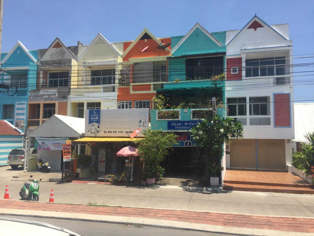 Цветной Тайланд.. Блиц: разноцветный город