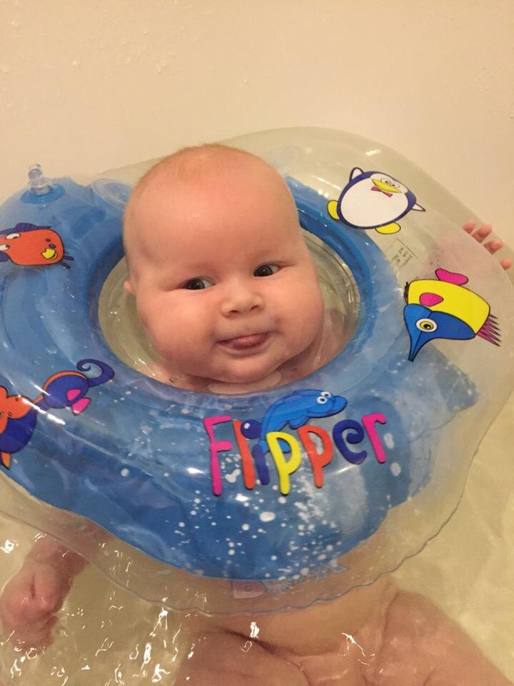 мой малыш,любит купаться.. Лапочка