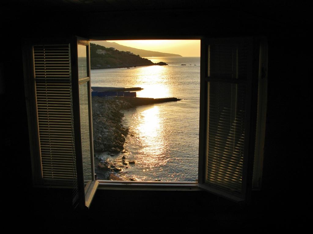 Восход в Форосе. Блиц: окна