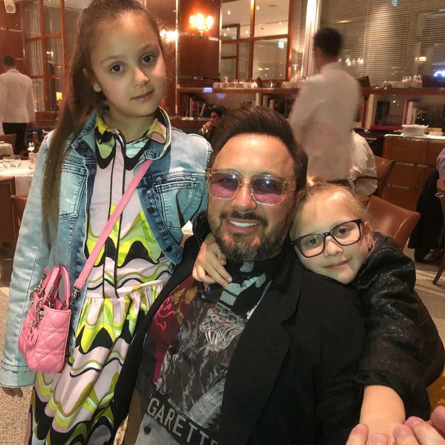 Стас Михайлов с дочерьми