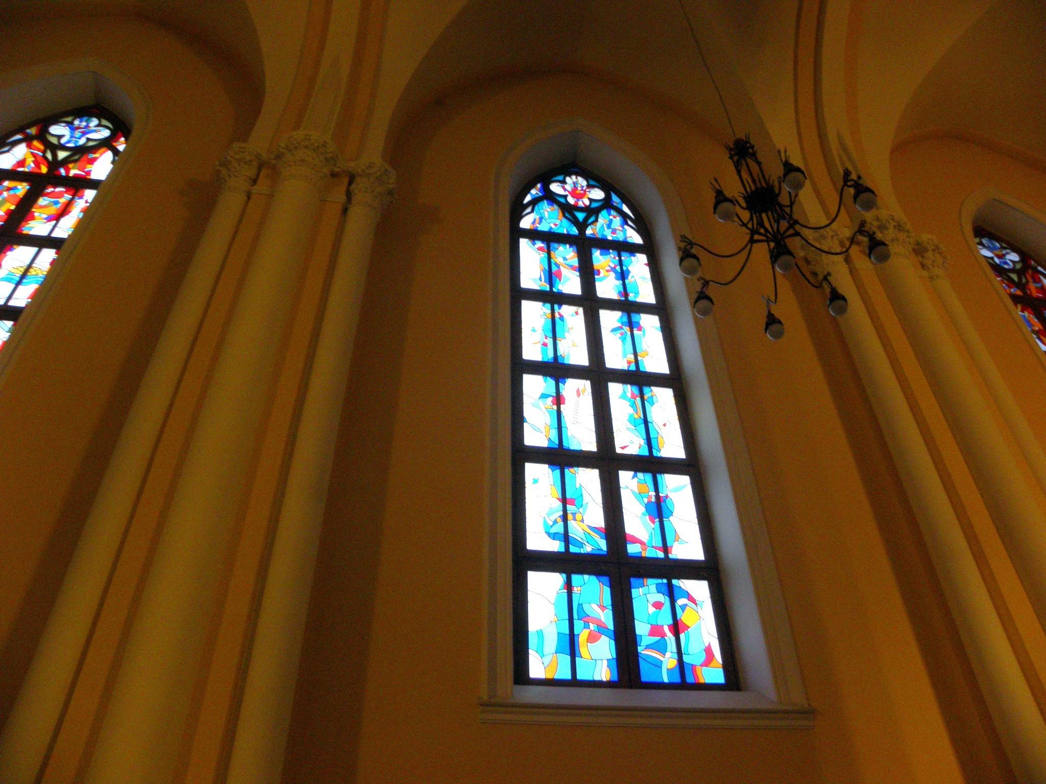 Окна римско-католического кафедрального собора. Блиц: окна