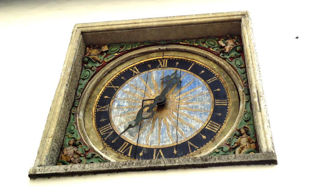 Старинные часы в Риге. Блиц: квадраты