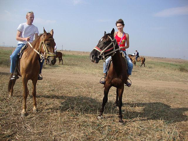 Счастье есть!Мы счастливы во время конной прогулки. Счастье есть!