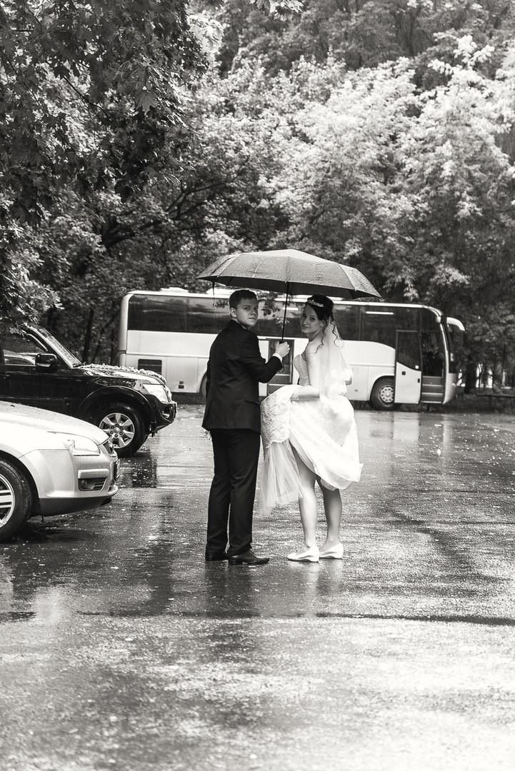 А выходить замуж в дождь хорошая примета!. Счастье есть!