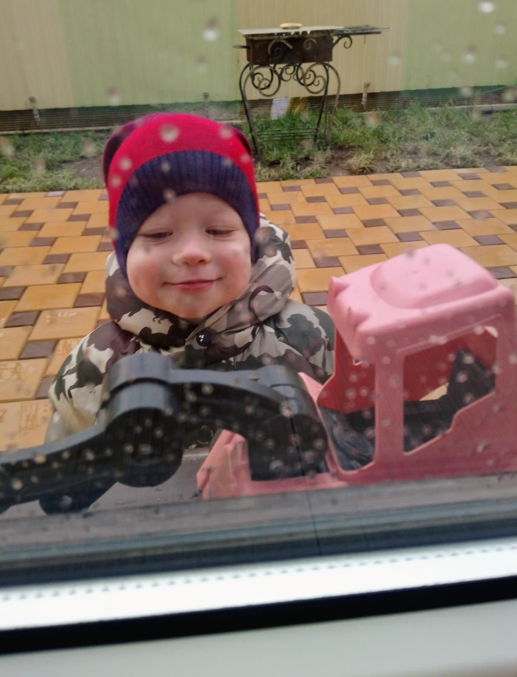 Счастье это гулять под дождем и новый грузовик . Счастье есть!