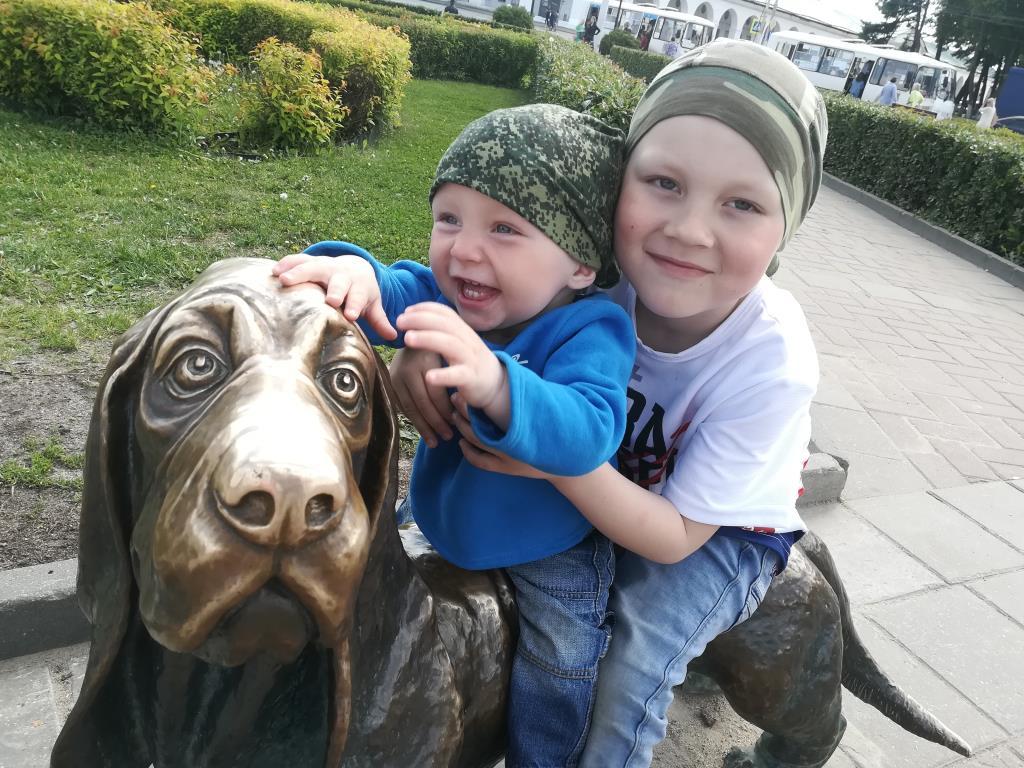 Памятник собачке Бобке в Костроме. Блиц: потри на счастье!