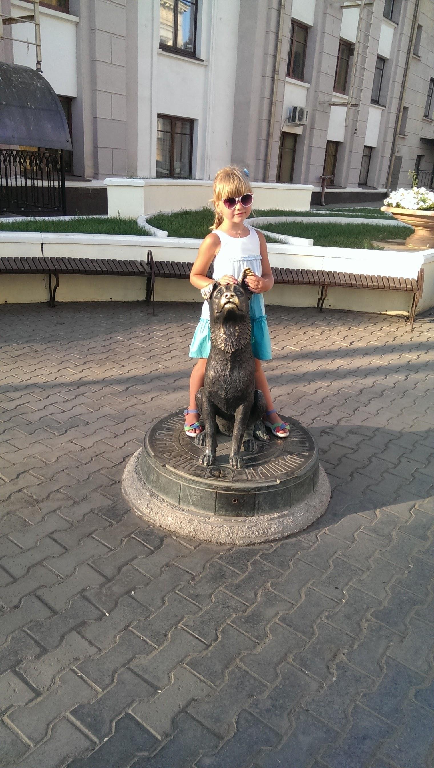 Памятник бездомным животным в Оренбурге. Блиц: потри на счастье!