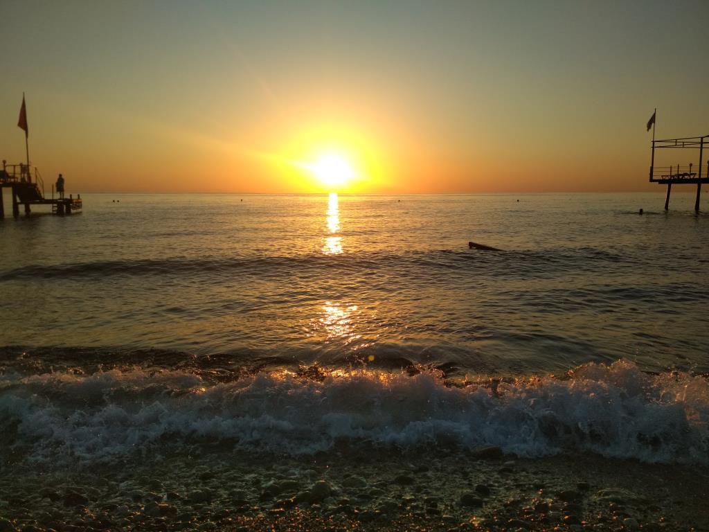 Рассвет в Средиземном море. Пена