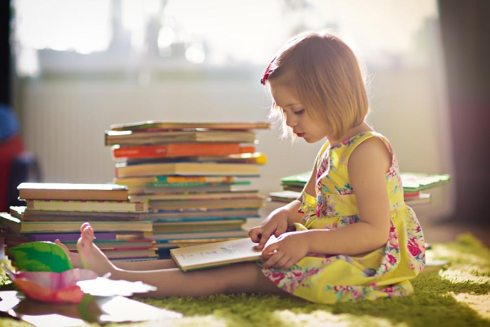 Маленькая читательница. Читай-агенты повсюду