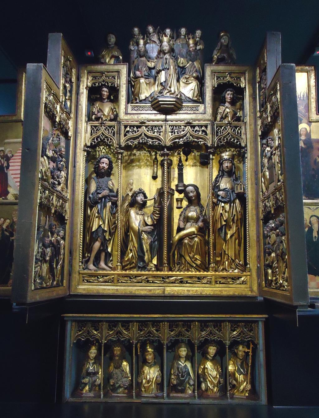 Экспонат в музее. Блиц: из дерева