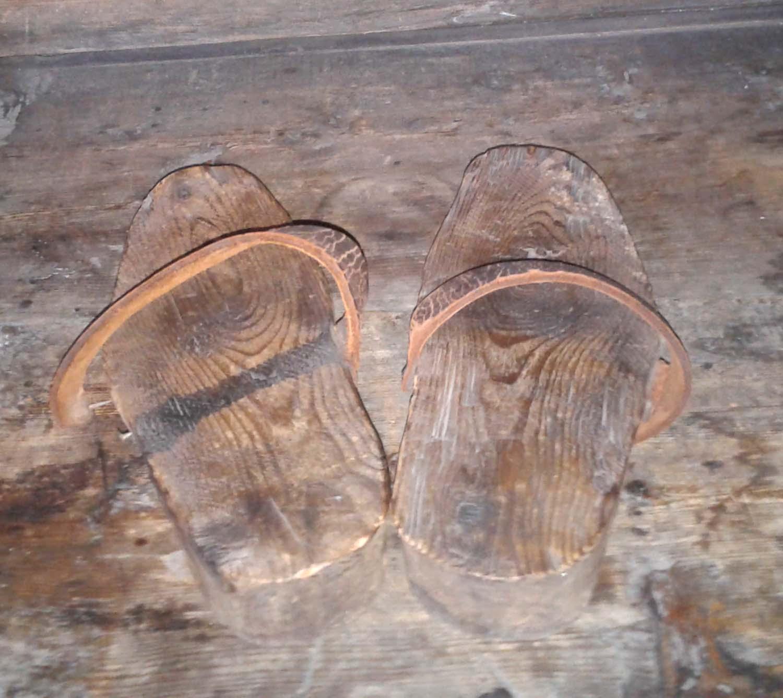 Старинные туфельки. Блиц: из дерева