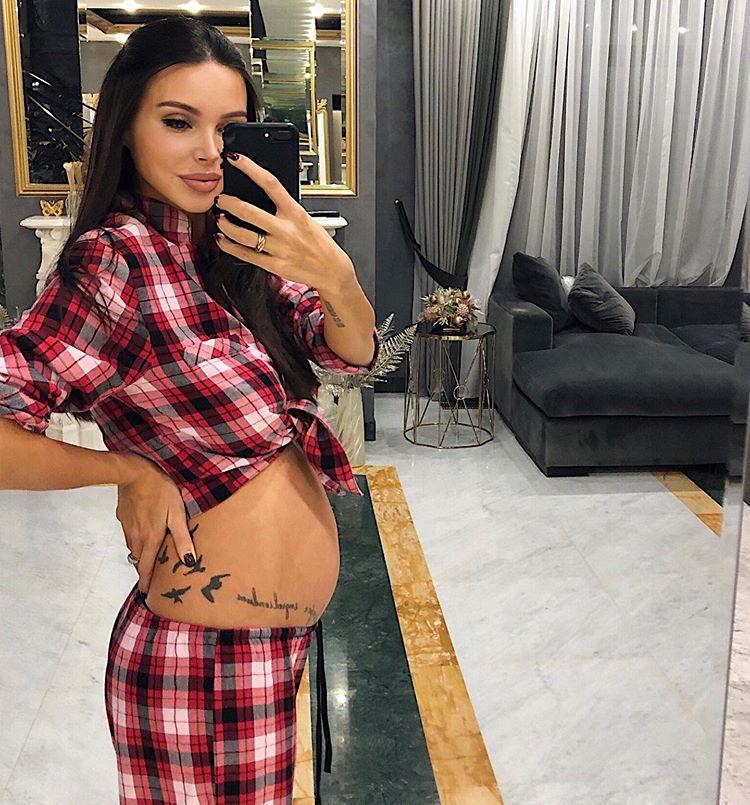 Оксана Самойлова беременная маленький живот