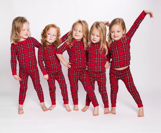 Пятерняшки Басби девочки-близнецы рождество