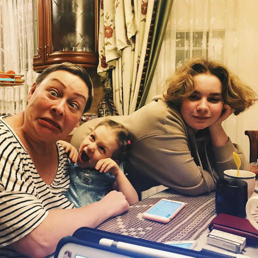 Мария Аронова с внучкой