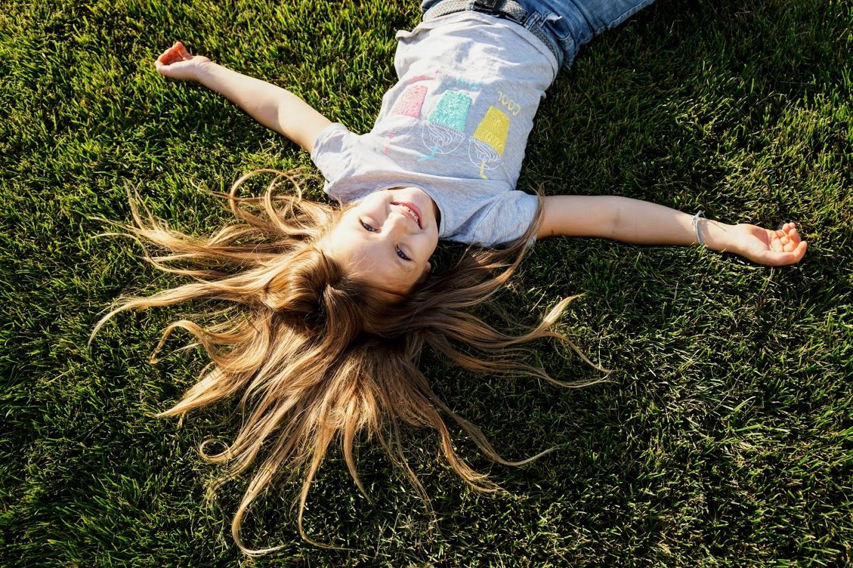 Лежать на траве и смотреть  в небо... Счастье!!!. Счастье есть!