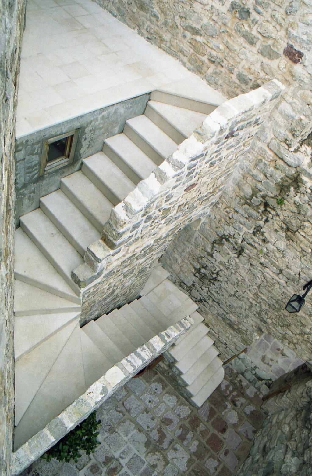 Черногория, Будва. Блиц: лестницы